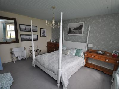 Bedroom 1 photo 2