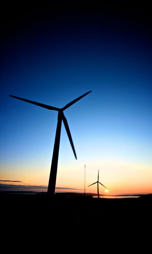 windTurbineAtNight.jpg